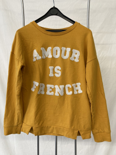 """1002 - Sweat """"Amour is French"""" - 9-10ans - Recyclerie le Tri Porteur"""