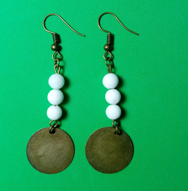 Bronze a perles blanches